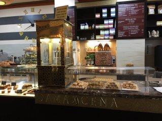 Damascena cake cabinet